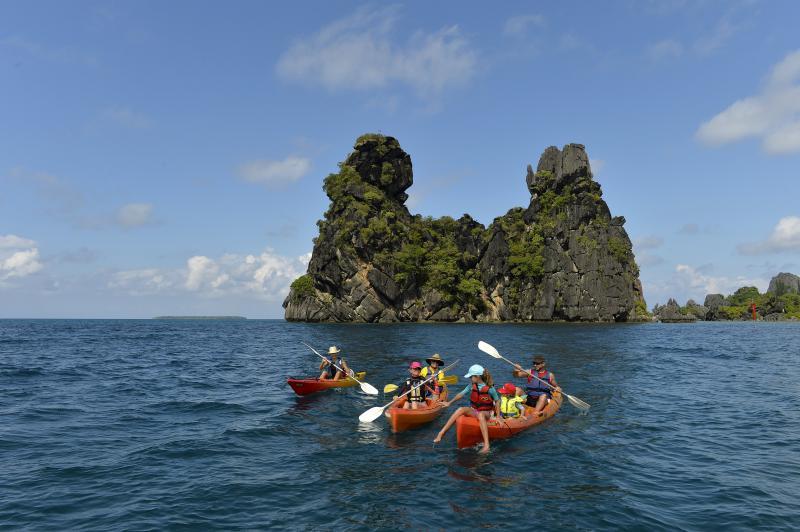 Sortie kayak libre sur la baie de Hienghène